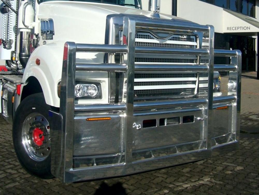 Mack Superliner custom alloy FUPS bull bar    #8